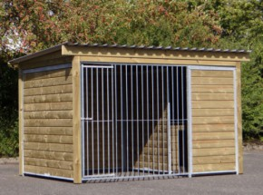 Dog kennel Forz with insulated sleeping compartment, platform and wooden frame