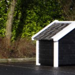 Dog house Reno with roof tiles