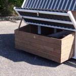 Large laying nest in chicken coop Pip
