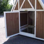Spacious sleeping compartment chicken coop Pip