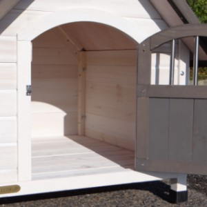 Doghouse Private 2   Inside the doghouse, sizes 62x67 cm