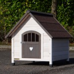 Small doghouse, beautiful design, for a smaller dog