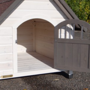 Doghouse Private 3   Look inside!