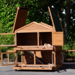 Rabbit hutch with hinged roof