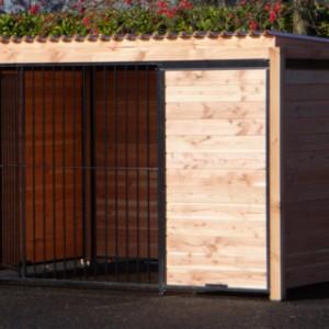 Dogkennel with door
