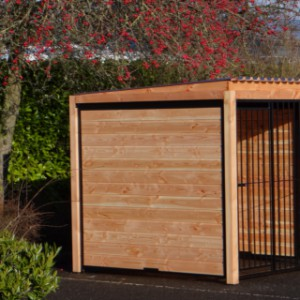 Kennel FORZ black with roof and Douglas wood frame