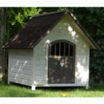 Lockable doghouse